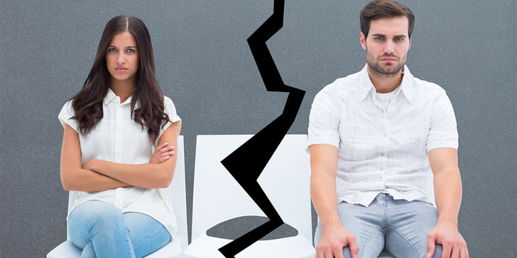 The Exact Signs You're With An Emotionally Unavailable Man