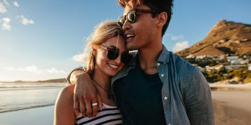 15 Body Language Signs That A Guy Likes You